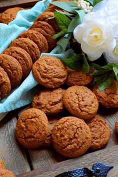 Old Fashioned Molasses Cookies - Lord Byron's Kitchen Old Fashioned Molasses Cookies, Ginger Molasses Cookies, Ginger Snap Cookies, Delicious Cookie Recipes, Dessert Recipes, Healthy Desserts, Muffin Cake Recipe, Baked Oatmeal Cups, Christmas Baking