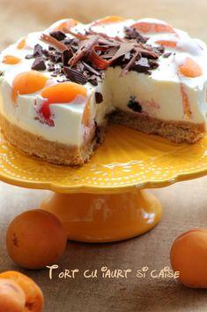 Tort de vara cu iaurt, caise si ciocolata alba - LauraSweets.ro Sweets Recipes, Baking Recipes, Cookie Recipes, Good Food, Yummy Food, Romanian Food, Mini Cheesecakes, Sweet Cakes, Desert Recipes