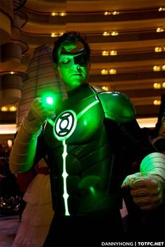 Awesome TUTORIAL on how to make your own super bright Green Lantern ring! - Dragon*Con 2013 Green Lantern Cosplay by https://www.facebook.com/iObjectLaw