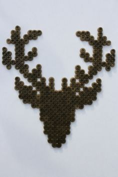 made by Halina!! #Hama #beads #strijkkralen #hert #deer #kerst #christmas idee van: Susans drømme