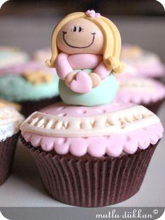 (via Cupcake | Mutlu Dükkan - Butik Kurabiye, Cupcake ve Pastalar)