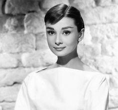 6 Brands For an Audrey Hepburn-Inspired Wardrobe Audrey Hepburn Inspired, Audrey Hepburn Photos, Roman Holiday, Fair Lady, Hollywood Life, British Actresses, Big Star, Golden Globe Award, Best Actress