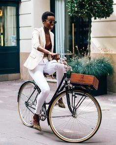 BGKI - the website to view fashionable & stylish black girls Bicycle Women, Bicycle Girl, Mountain Bike Shop, Mountain Biking, Fashion Moda, Bike Fashion, Daily Fashion, Cycle Chic, Bike Style