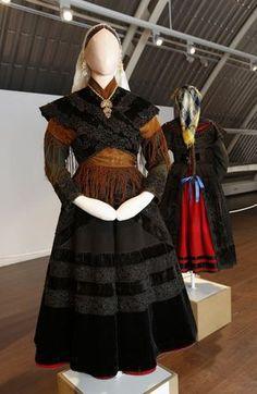 Carballo presume de espectaculares e verdadeiros traxes galegos Folk Costume, Pretty Little Liars, Dance Costumes, Traditional Dresses, Costume Design, Sari, Skirts, Inspiration, Clothes