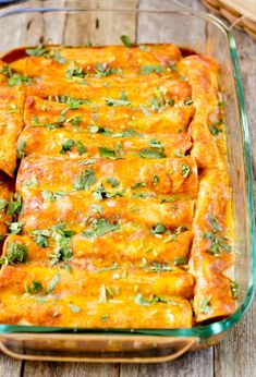 Black Bean Vegan Enchiladas Black bean Enchiladas- 1 tbs canola oil 1 medium size yellow onion (finely chopped, approximately 8 oz) 2 cloves garlic, minced 3 tbs chili powder 2 tsp cumin powder 2 cups cooked black beans 1 tsp salt 2 cups tomato puree or 1 Vegan Meal Prep, Vegan Dinner Recipes, Veggie Recipes, Mexican Food Recipes, Whole Food Recipes, Vegetarian Recipes, Cooking Recipes, Healthy Recipes, Fall Recipes