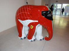 Elefante diseñado por Ferrari y firmado por todo el equipo