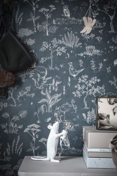 The wallpaper Hollie Dark Blue - from Sandberg is a wallpaper with the dimensions x m. The wallpaper Hollie Dark Blue - belongs to the p Kids Room Wallpaper, Wall Wallpaper, Pattern Wallpaper, Children Wallpaper, Dark Blue Wallpaper, Blue Wallpapers, What Is Interior Design, Cosy Bedroom, Modern Room