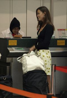 Kate at Gatwick airport in July of 2007. Kate was en route to the Seychelles where she met prince William (he arrived shortly after her). This was after the short-lived April 2007 breakup heard around the world.