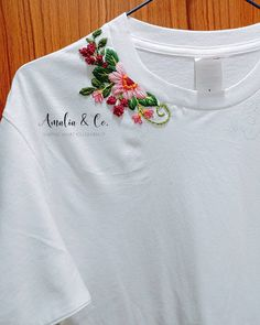 Diy Embroidery Shirt, Hand Embroidery Dress, Basic Embroidery Stitches, Embroidery On Clothes, Creative Embroidery, Simple Embroidery, Embroidered Clothes, Cushion Embroidery, Embroidery Fashion