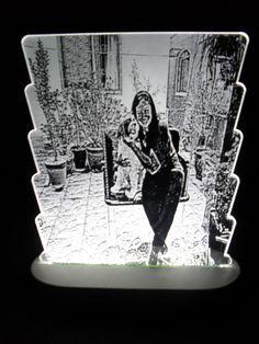 Abajur Luminozo de Acrilico personalizado.  Fazemos Abajur personalizados com fotos!!!  Peça um orçamento sem compromisso!  Varias cores para escolher:  -Azul,verde,vermelho,amarelo,roza.  Acompanha Fonte bivolt.Espessura acrílico 4 mm