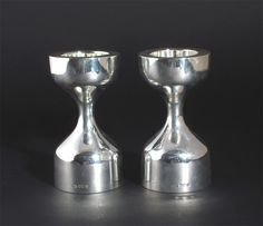 A pair of Robert Welch silver candlesticks hourglass form - Lot 193 - British Art and Design 1900-2000
