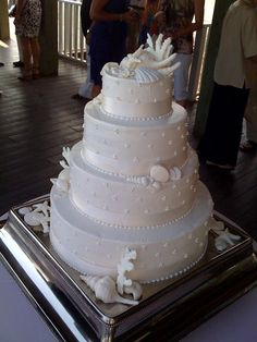 shells and corals wedding cake .. Jamie