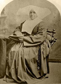 Sister Frances Mcennis, Superior (Courtesy Daughters of Charity, Province of the West) Daughters Of Charity, Nuns Habits, United States Army, Catholic, To My Daughter, The Past, Sisters, Old Things, Creatures