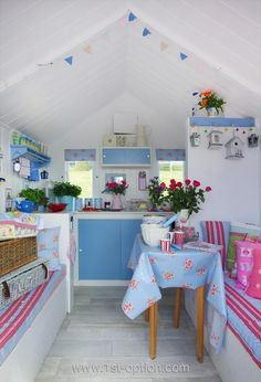 My favourite of the Little Beach Hut Co's huts (now sold) Beach Hut Shed, Beach Hut Decor, Pool Shed, Beach Huts, Garden Shed Interiors, Summer House Interiors, Beach Hut Interior, Craft Shed, Beach Cabana