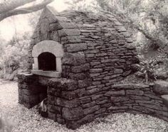 outdoor-stone-oven-alan-scott-oven - Bread oven in California built by Alan Scott in the style of the great stone French ovens.