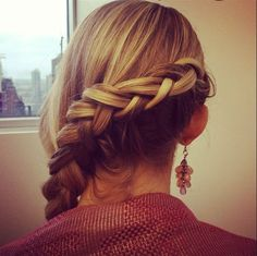 A step-by-step video to making the Pinterest Braid - it's so easy, you can do it on yourself!