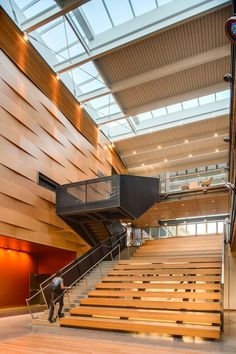Love the prominence of the stairs -- Reed College Performing Arts Building / Opsis Architecture © Christian Columbres Photography Wood Architecture, Education Architecture, Commercial Architecture, School Architecture, Contemporary Architecture, Contemporary Dance, Modern Dance, Auditorium Architecture, Architecture Wallpaper
