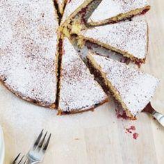 Einen Kuchen zum Valentinstag? Kann man - den kann man aber auch zu jeder anderen Gelegenheit backen. Das Rezept und wie unser Valentinstag so in der Vergangenheit ablief findet ihr auf dem Blog. Rezept und Story zum Buttermilch-Kirschkuchen in der Kategorie: Valentinstag! #valentinstag #valentinesday #valentine #bemyvalentine #instacake #cake #kuchen #cakes #baking #bakery #backen #buttermilchkuchen #kirschen #cherries #cakestagram #cherriepie #love #liebe #forevertogether #buttermilch #...