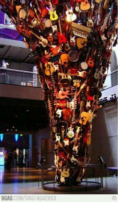(Seattle) i MUST see this one day! The Guitar Tornado: This sculpture is in the entrance to Paul Allen's Experience Music Project, which is right next to the Space Needle in Seattle. Guitar Art, Cool Guitar, Seattle Washington, Washington State, Heavy Metal, Rock Y Metal, Sleepless In Seattle, The Meta Picture, Evergreen State