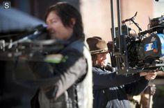 Norman Reedus (Daryl Dixon) e Chandler Riggs (Carl Grimes) no 16º episódio da 4ª Temporada de The Walking Dead.