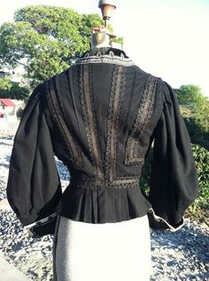 Black and white victorian Mourning Blouse (back), from RENDIGS LOTHMAN CO, Wool Silk