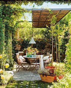 自宅の庭で仲間とワイワイとバーベキューをしたい!自宅の庭でオープンエアのカフェのように、お茶をしながらまったりしたい。そんな風に思っても、どんなガーデンファニチャーを購入したらいいのか、どんな風にレイアウトしたらいいのか...と悩みますよね。そこで、誰もが素敵と思うようなオープンエアのインテリアコーディネートをご紹介。