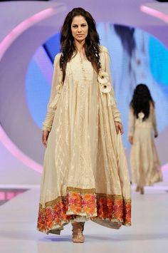 55453221e66e1 48 Best Pakistani Fashion images
