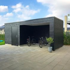 En SAKO-cykelbänk för en kund i Mejrup. Pole Barn House Plans, Pole Barn Homes, Backyard Office, Garden Office, Modern Landscaping, Outdoor Landscaping, Outdoor Storage Units, Pool House Shed, Bike Shelter