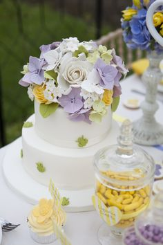 luxury wedding cake I Elizabeth`s Cake Emporium