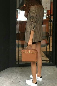 Discover recipes, home ideas, style inspiration and other ideas to try. Mode Outfits, Casual Outfits, Fashion Outfits, Womens Fashion, Hermes Bags, Hermes Birkin, Hermes Kelly Bag, Birkin 25, Hermes Handbags