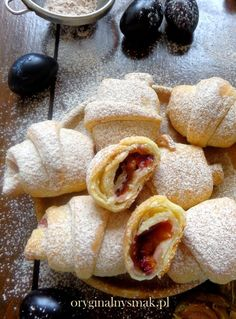 Rogaliki serowe ze śliwkami i cynamonem | Oryginalny smak Polish Desserts, Polish Recipes, Baking Recipes, Cake Recipes, Dessert Recipes, Rugelach Recipe, Sweets Cake, Happy Foods, Christmas Cooking