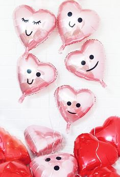 Just in case you don't know what 'kawaii' means – it's Japanese for 'cute'. And don't you just find these DIY balloons for Valentines, too darn cute! Diy Craft Projects, Craft Tutorials, Crafts For Kids, Diy Crafts, Birthday Gifts For Best Friend, Birthday Gifts For Girlfriend, Mom Birthday Gift, Birthday Cake, Love Valentines