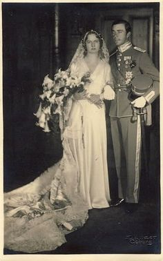 1x-Prince Gustaf Adolf of Sweden and Princess Sibylla of Saxe-Coburg-Gotha in Coburg, Germany on 20 October 1932. Five children.