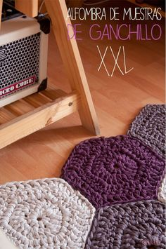 Sweet & Knit: Crochet Tutorial XXL hexagonal carpet samples in Spanish but there is a diagram too. Crochet Afghans, Crochet Rug Patterns, Crochet Diy, Crochet Home, Crochet Crafts, Crochet Projects, Crochet Stitches, Crochet Ideas, Hexagon Crochet