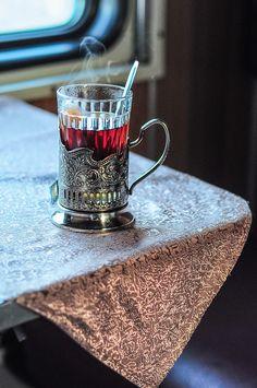 https://flic.kr/p/joXZAj | Russian tradition: a glass of tea in a train