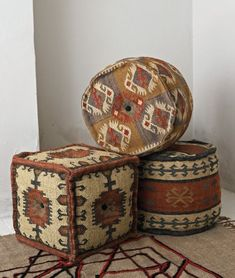 For extra seating and footrests in the living room - beautiful kelim poufs from Plumo. Southwestern Decorating, Southwest Decor, Southwest Style, Western Furniture, Rustic Furniture, Vintage Furniture, Kilim Ottoman, Bohemian Room, Beautiful Living Rooms