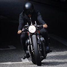Self satisfying revs through tunnals . . . #telephoto #caferacer #nikon #customride #blackonblack #shutterspeed #cb #rideordie #bratstyle #style #custombike #selfmade #pictureoftheday #bikeigers #instahappy #purefun #motorcyclegear #helmet #speedy #caferacer #caferacerxxx #caferacersofinstagram