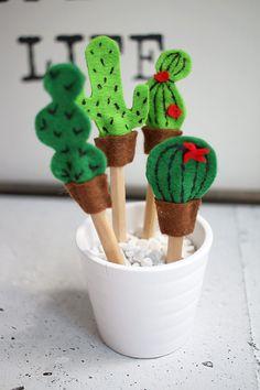 DIY: Dani von Gingered Things bastelt süße Kakteen aus Filz um Stifte zu verschönern. Hier geht's zur Anleitung.