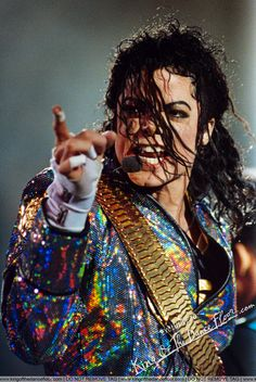 Michael Jackson on stage Michael Jackson Dangerous, Michael Jackson Tour, Mike Jackson, Michael Jackson Neverland, Beautiful Person, Most Beautiful, Invincible Michael Jackson, Mj Dangerous, King Of Music