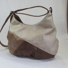 tereza+-kombinovaná+pytlovitá+látková+kabelka+pro+každodenní+použití+ušitá+z+počesané+imitace+kůže+v+hnědých+barvách+ve+spodní+části+sklady+kabelka+má+uvnitř+bavlněnou+látku+uvnitř+jsou+dvě+různě+velké+kapsy+na+druhé+straně+kapsička+zipová+kabelka+má+zapínání+na+zip+popruhy+k+nošení+přes+rameno+i+křížem+dlouhý+cca+120cm+rozměr+v+horní+části...