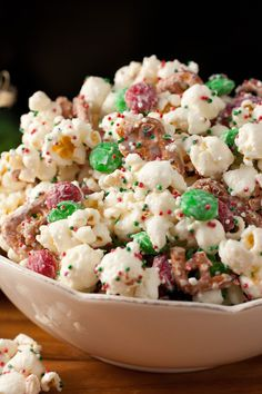 Christmas Crunch {Funfetti Popcorn Christmas Style} - Cooking Classy ~ Easy and festive Christmas treat! Christmas Crunch, Christmas Snacks, Holiday Treats, Holiday Recipes, Christmas Popcorn, Christmas Recipes, Christmas Style, Classy Christmas, Holiday Gifts