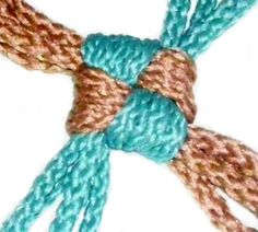 Learn to tie Lanyard Knots for your Macrame projects. Nifty Crafts, Yarn Crafts, Macrame Knots, Micro Macrame, Crochet Lanyard, Lanyard Knot, Spiral Crochet, Free Macrame Patterns, Knot Braid