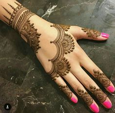Mehndi henna designs are always searchable by Pakistani women and girls. Women, girls and also kids apply henna on their hands, feet and also on neck to look more gorgeous and traditional. Henna Hand Designs, Mehndi Designs Finger, Simple Arabic Mehndi Designs, Mehndi Designs For Fingers, Mehndi Simple, Beautiful Mehndi Design, Henna Tattoo Designs, Stylish Mehndi, Mahendi Designs Simple