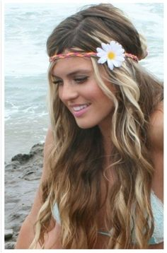 Hippie Surfie blond highlights in brown hair.