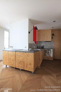 Réhabilitation lourde d'un appartement laissé à l'abandon, Julie Alazard - Côté Maison Plywood Furniture, Wood Pallet Furniture, Kitchen Furniture, Home Furniture, Kitchen Wrap, Kitchen Dinning, Osb Wood, Plywood Design, Plywood Kitchen