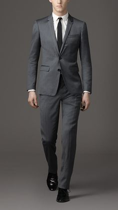 I like tailored suits.