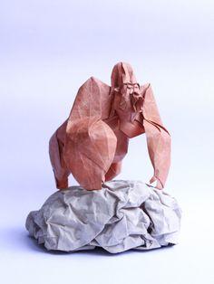 Nguyễn Hùng Cường é um artista, vietnamita de Hanói, que se dedica a criar lindos origamis. Nguyễn diz que nem se lembra direito quando começou a dobrar papel, mas, segundo sua mãe, começou aos cinco anos de idade. A criação...