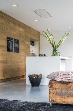 Apartment Interior, Kitchen Interior, Interior Design Living Room, Kitchen Decor, Küchen Design, House Design, Skandinavisch Modern, Cabin Kitchens, Modern Kitchen Design