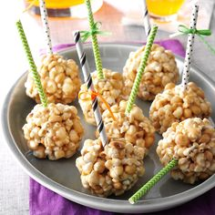 Peanut Butter Popcorn Balls Recipe -Trick-or-treaters are always happy to receive these tasty popcorn balls. I love making them as well as eating them! If you don't have dry roasted peanuts just add more popcorn. Peanut Butter Popcorn, Peanut Butter Balls, Cookie Butter, Fun Halloween Treats, Fall Treats, Holiday Treats, Halloween Popcorn, Halloween Goodies, Halloween Diy