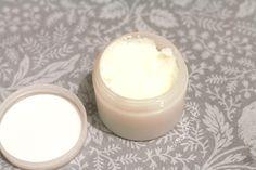 DIY antiperspirant bez hliníku i bez chemie Organic Beauty, Deodorant, Glass Of Milk, Health Tips, Shampoo, Remedies, Food And Drink, Cosmetics, Homemade